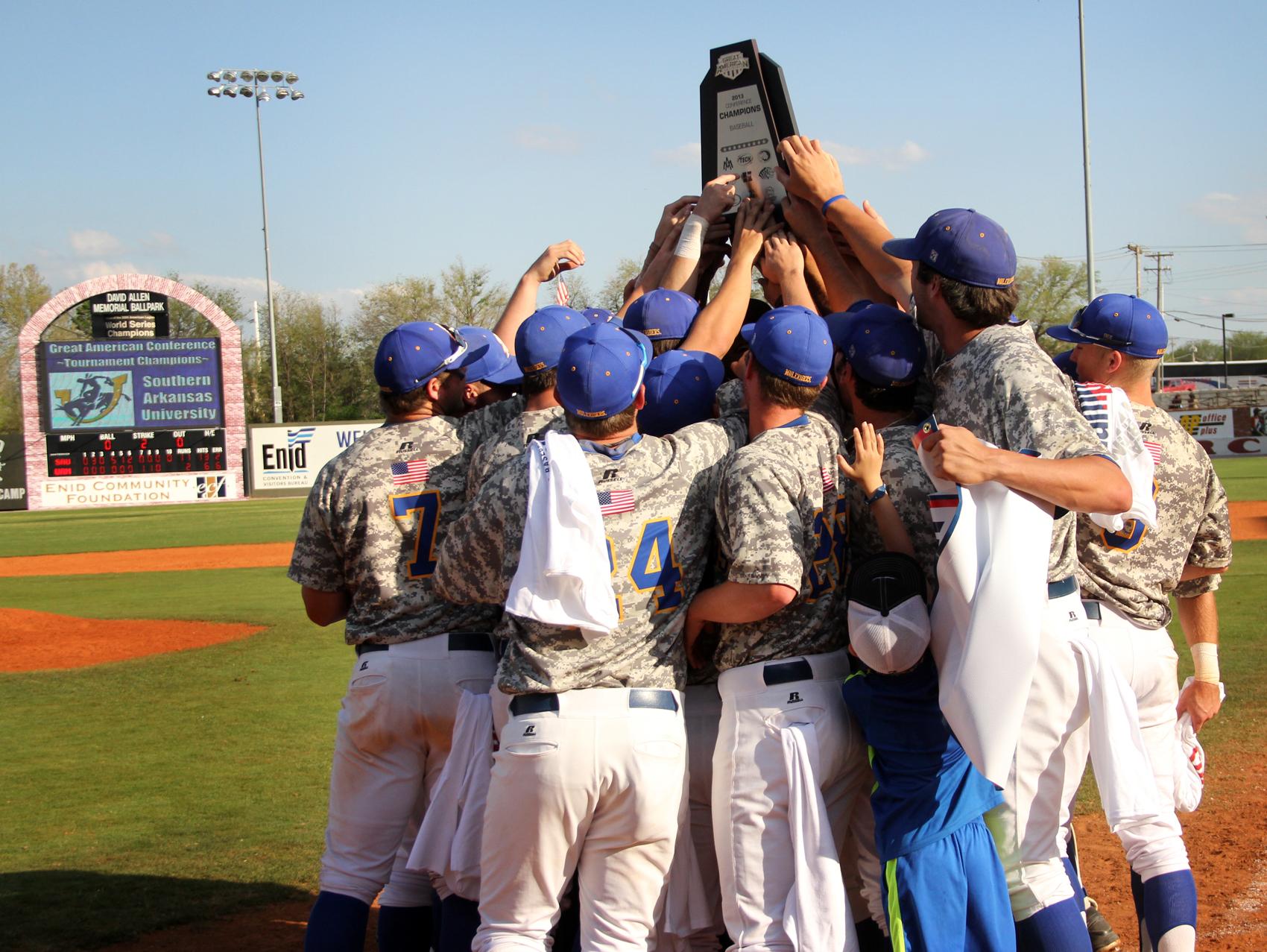 SAU team celebrates the 2013 GAC Championship victory.